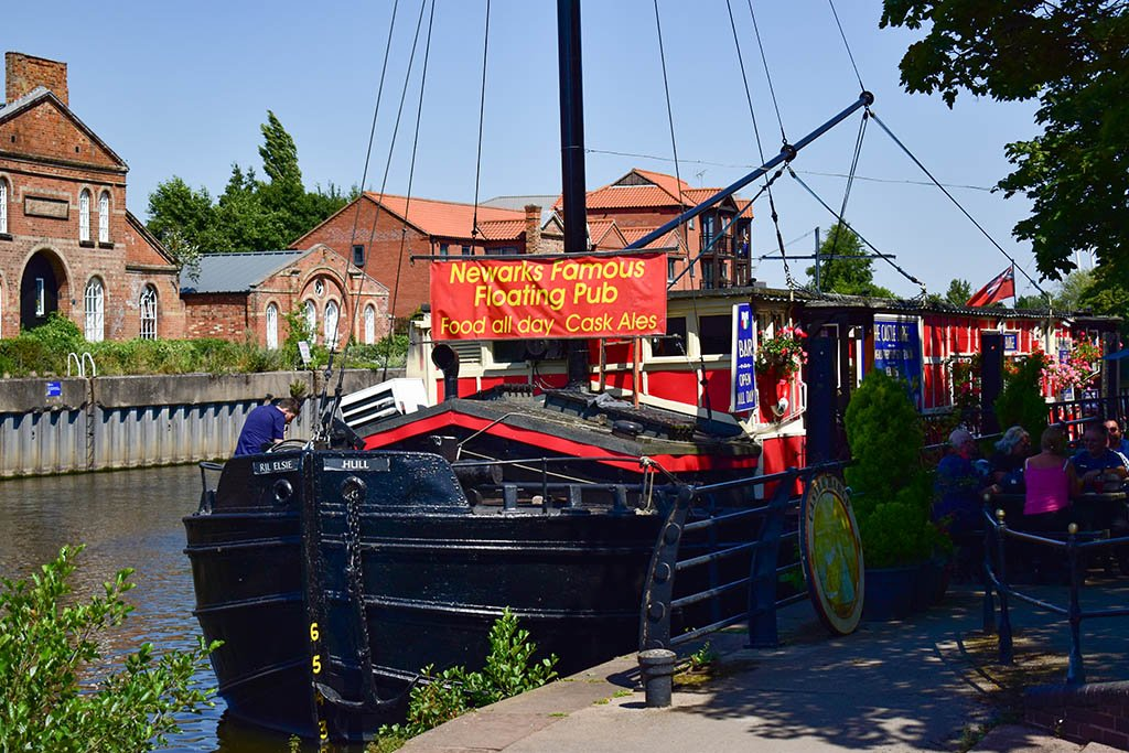 Things to do in Newark: Castle Barge floating pub Newark 3