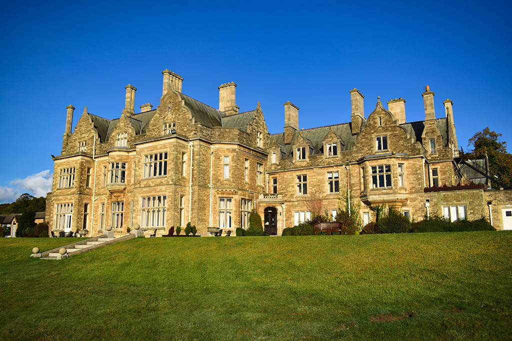 Branston Hall Hotel is set in 88-acre grounds of lakes and parkland, three miles outside Lincoln city centre