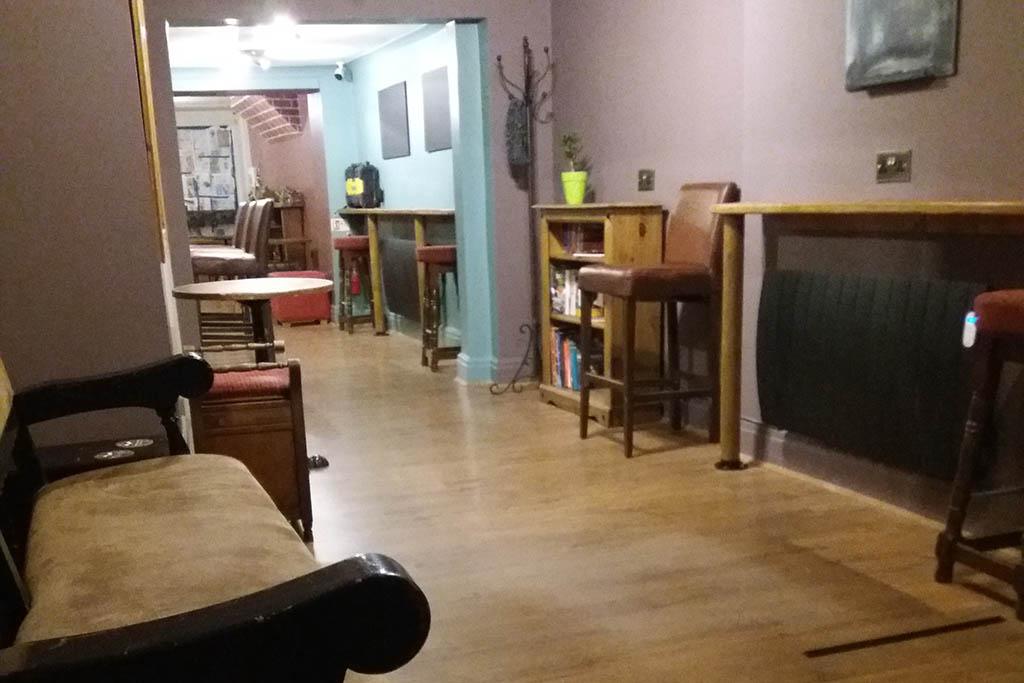 Tiny Tavern Lincoln interior
