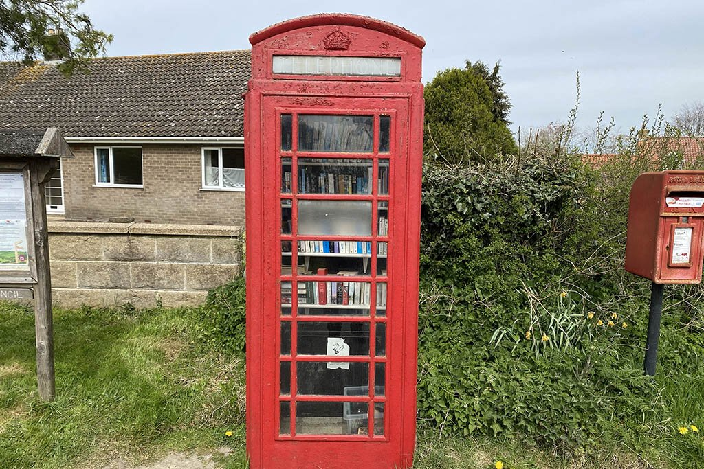Walesby red phone box library