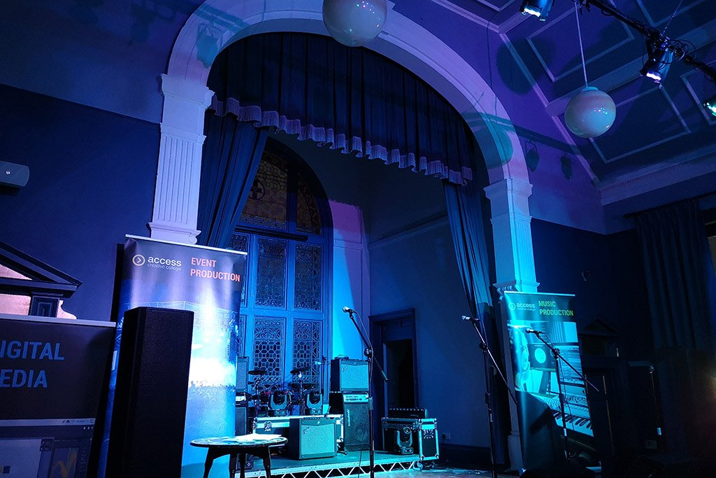 Lincoln Blue Room stage music